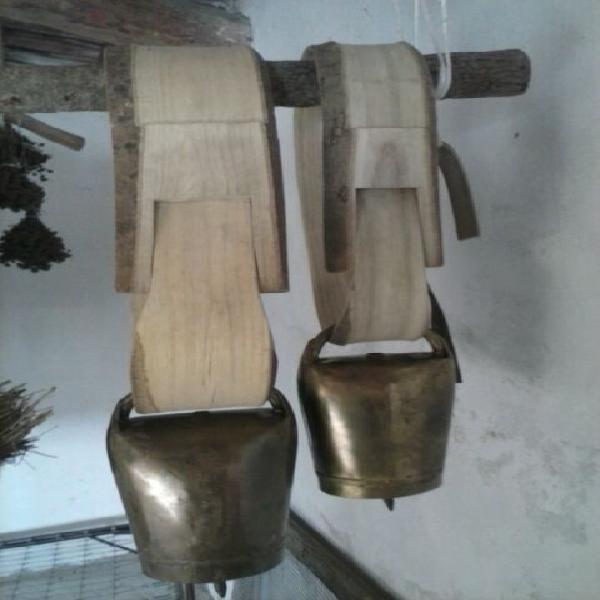 Campanacci artigianali e collari/cerchi in legno