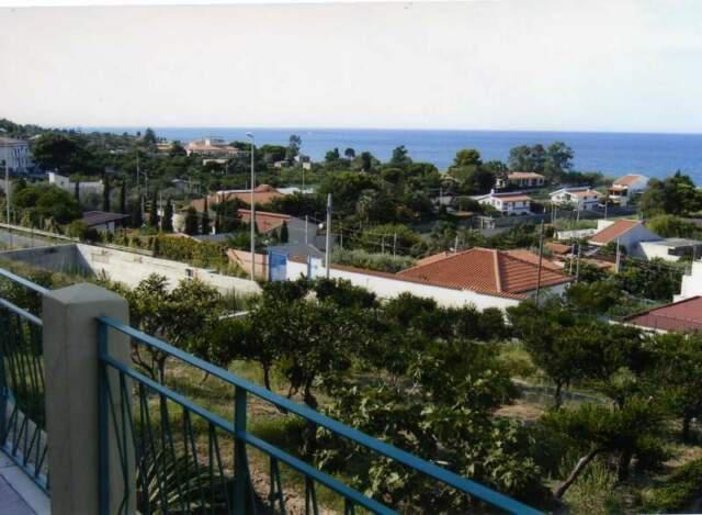Prestigiosa villa sul mare con agrumeto e dependence