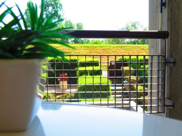 Recente, moderno e giovanile due livelli con giardino e