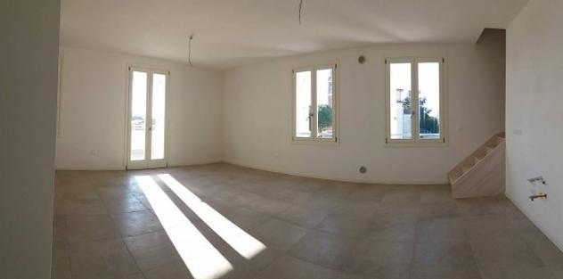 Appartamento di 120 m² con più di 5 locali e box auto in