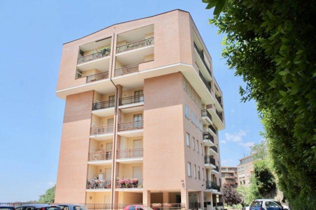 Appartamento di 90 m² con più di 5 locali e box auto in