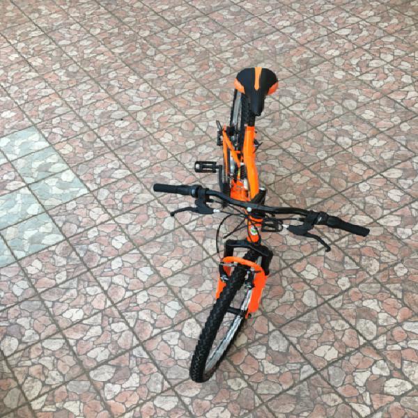Bicicletta Arancione sia per Montagna sia per Città