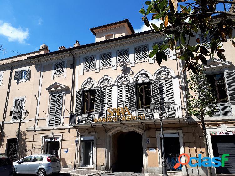 Centro storico - attico panoramico € 159.000 t209