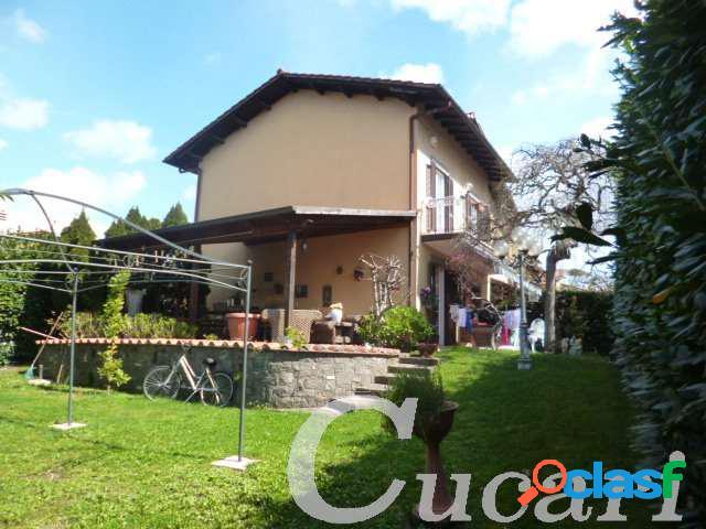 Fgk010 villa arredata in contesto residenziale