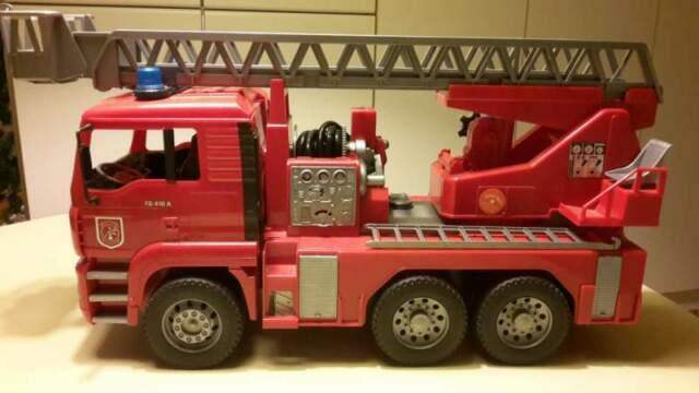 Bruder 02771, man, autopompa vigili del fuoco