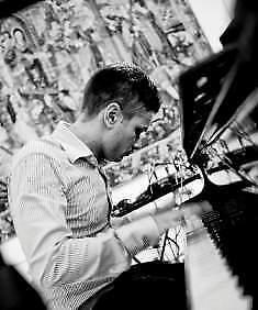 Insegnante di pianoforte, tastiere e solfeggio