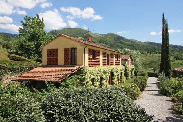 Rustico / casale di 280 m² con più di 5 locali in vendita