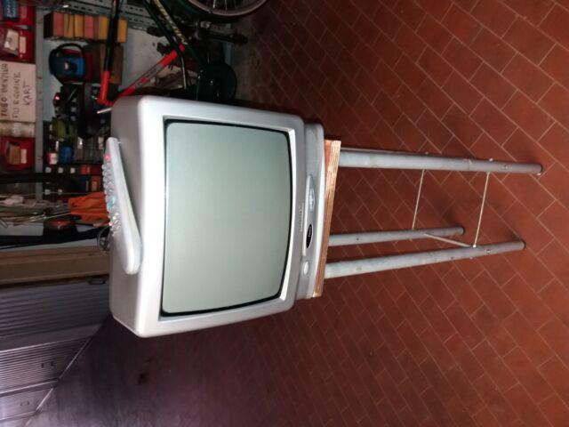 Tv funzionante con telecomando 10 euro