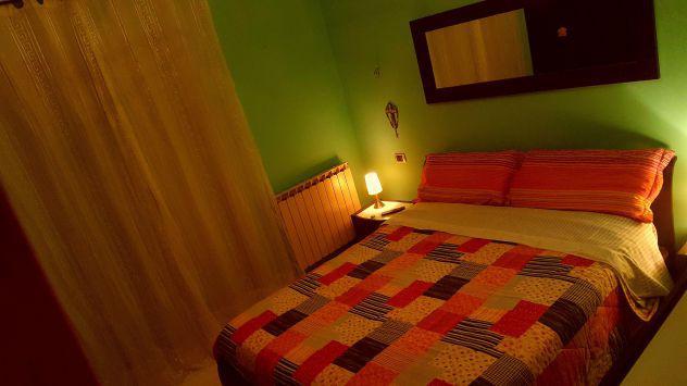 Affittasi stanza in villa a pochi metri dal mare di