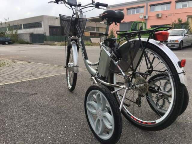 Bicicletta elettrica adatta ad anziani, disabili e adulti