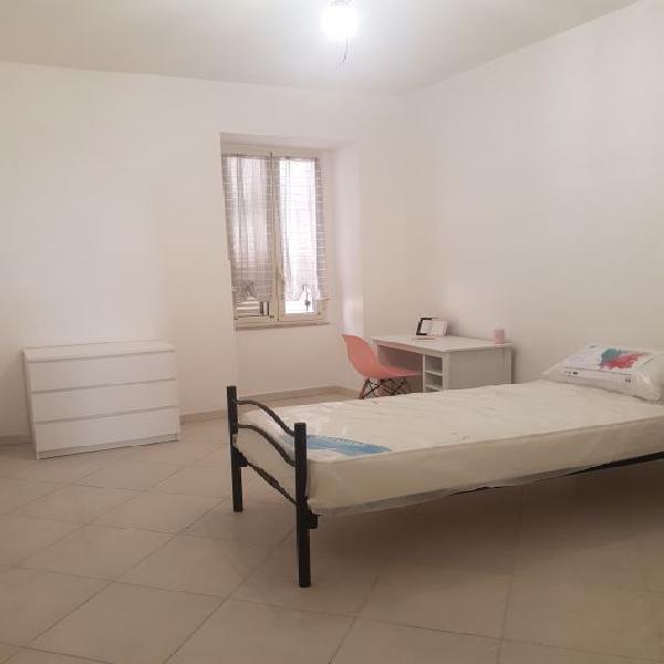 Camera doppia o singola studentesse p.zza nicola amore