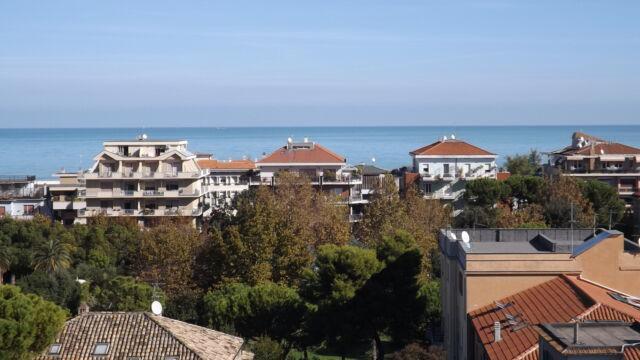 Pescara, in pieno centro, attico vista mare e monti.