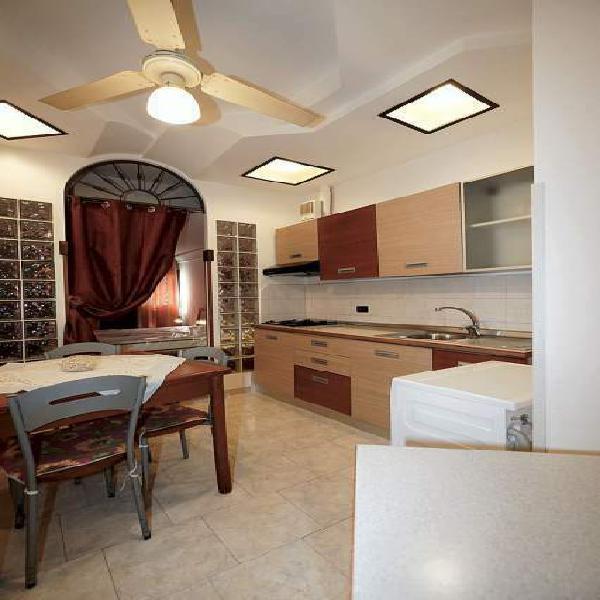 Bivano appartamentomini ristrutturato, accessoriato