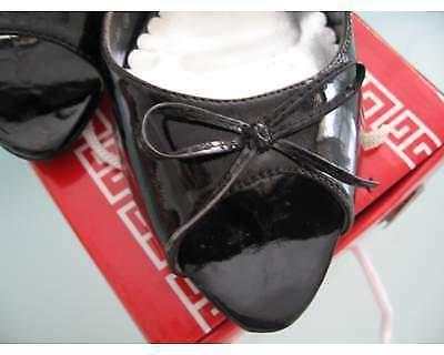 Scarpe con tacco nere in vernice n. 39
