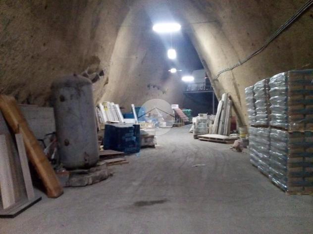 Magazzino traversa privata acquedotto campano, napoli