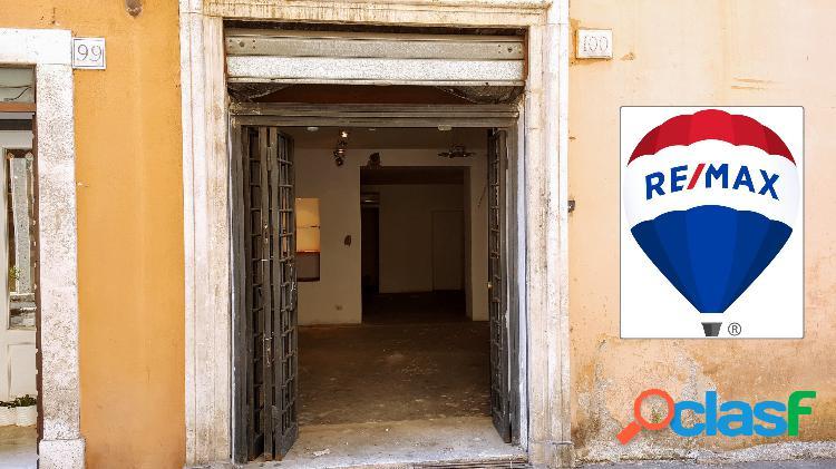 Centro storico - negozio 4 locali € 350.000 nt401