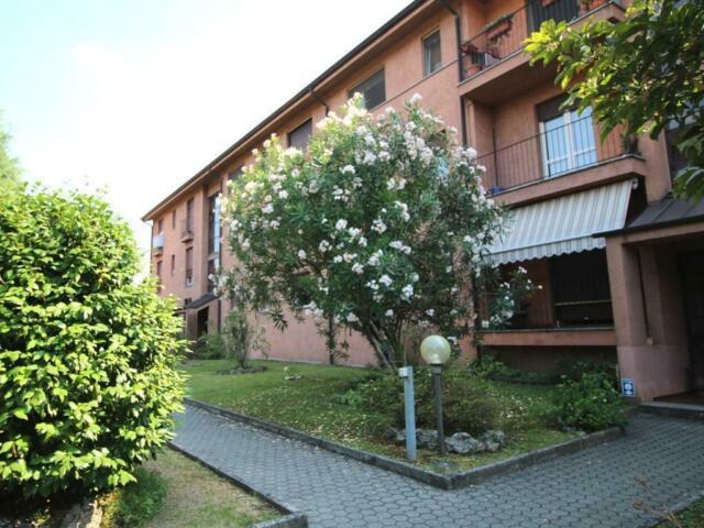 Appartamento di due locali con servizi e balcone a barzago