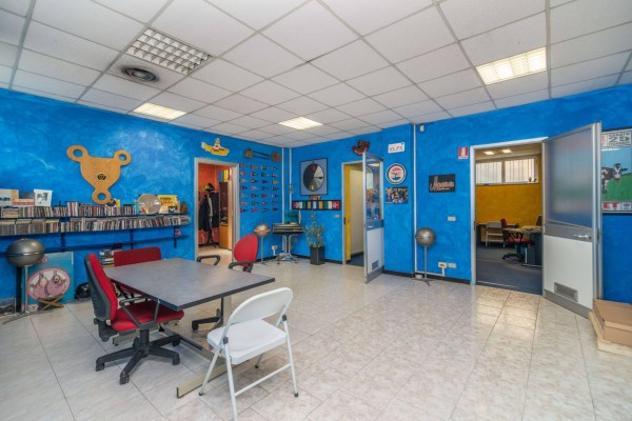 Immobile di 244 m² con più di 5 locali in affitto a milano