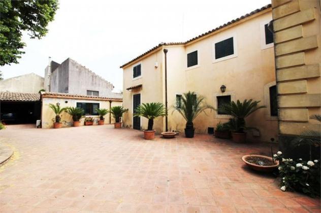 Immobile di 330 m² con più di 5 locali in affitto a