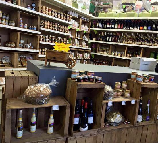 Perchè non apri un negozio di prodotti tipici siciliani?
