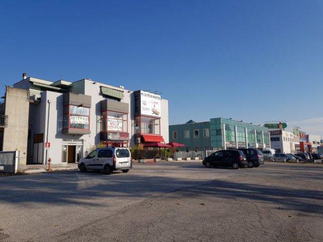 Show room, locali commerciali, uffici mq 640 su ss 11 a