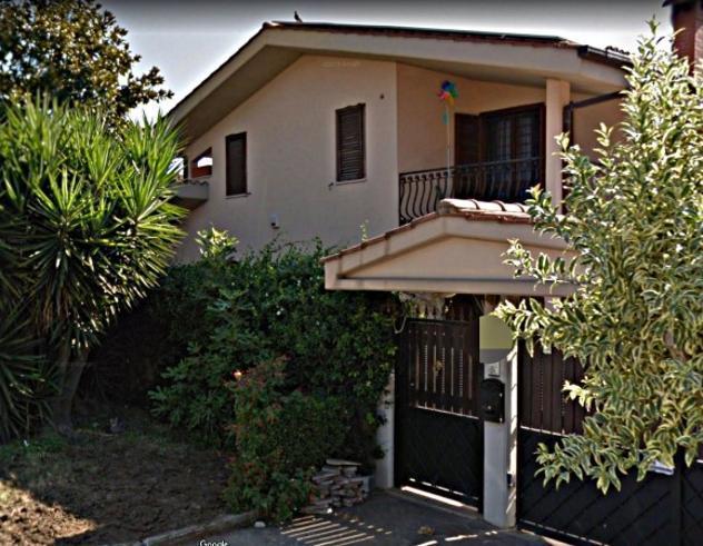Villa di 300 m² con più di 5 locali e box auto in affitto