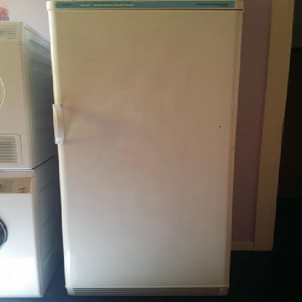 Congelatore/freezer verticale 7 ripiani(5 cassetti-2 celle)