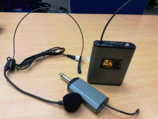 Microfono wireless ad archetto con centralina digitale