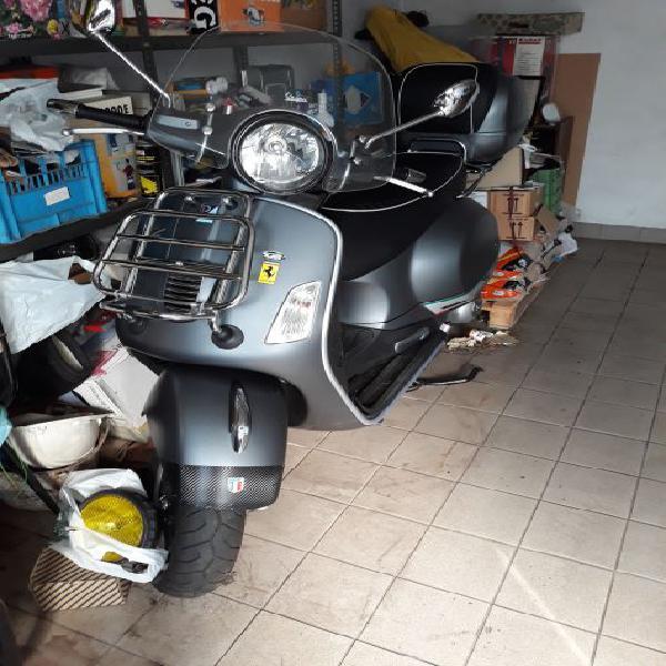 Vendo scooter Piaggio Vespa 300gts super sport colore