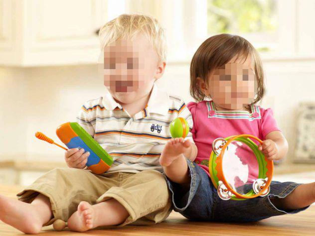 Animatrice bambini (2-3 anni) feste in una finta