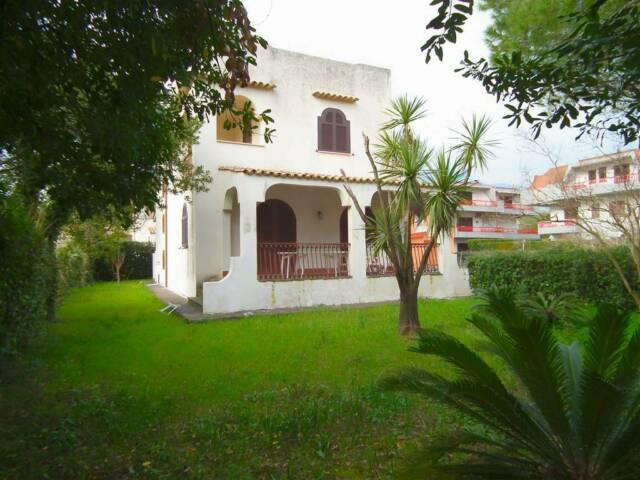 Formia localita gianola villa con giardino pochi passi mare