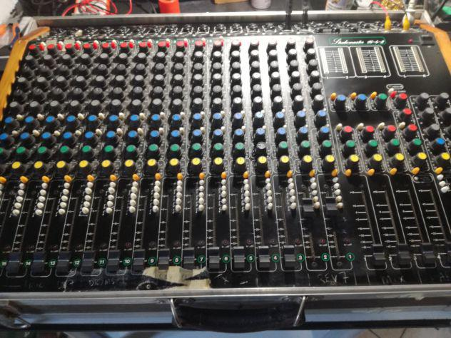 Mixer studiomaster 16-4-2 completo di fly cases