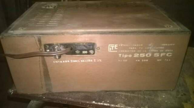 Stabilizzatore tensione vintage per tv con filtro tipo 250