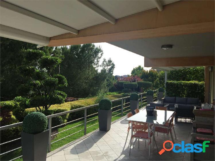 Appartamento di prestigio con giardino incantevole