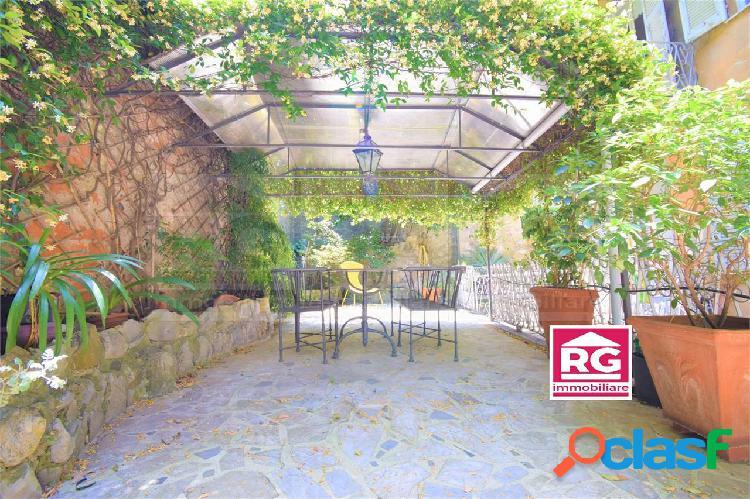 Genova castelletto appartamento vendita giardino