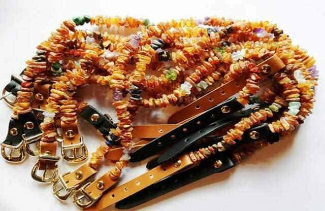 Collare antiparassitario in ambra con pietre terapeutiche