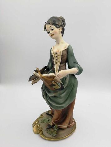 Statuina h30 cer capodimonte flavia donna con difetto
