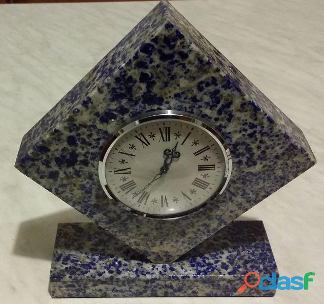 Orologio da tavolo in pietra sodalite blu romboidale con movimento a batteria nuovo
