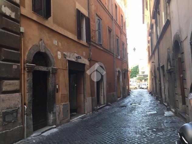 Negozio via dei cartari, roma