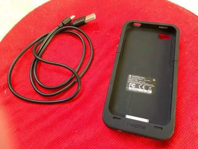Custodia carica batteria mophie nera per apple iphone 4 4s