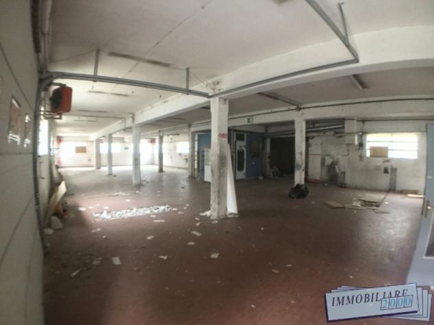 Immobile di 489 m² con 2 locali in vendita a bologna