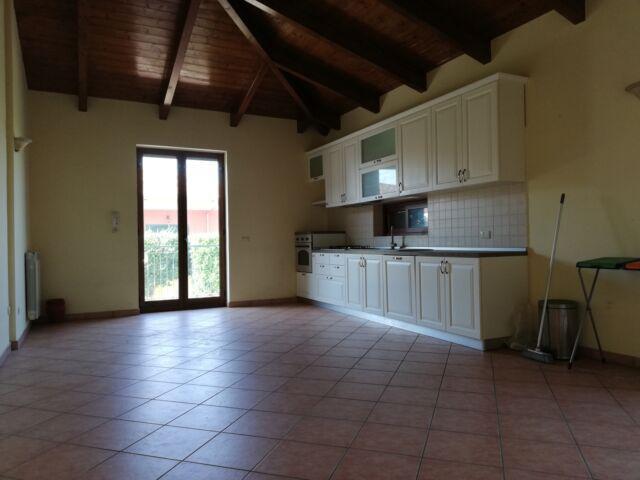 Villa indipendente con 1500 mq di giardino e garage