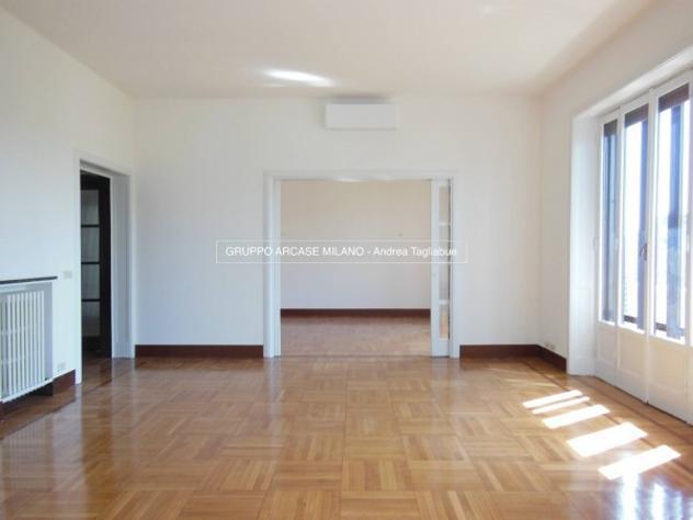 Appartamento di 250 m² con più di 5 locali e box auto