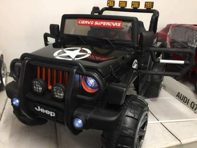Auto macchina elettrica wrangler 4x4 4 motori 2 posti