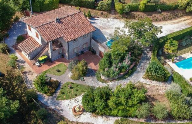 Rustico / casale di 195 m² con più di 5 locali in vendita