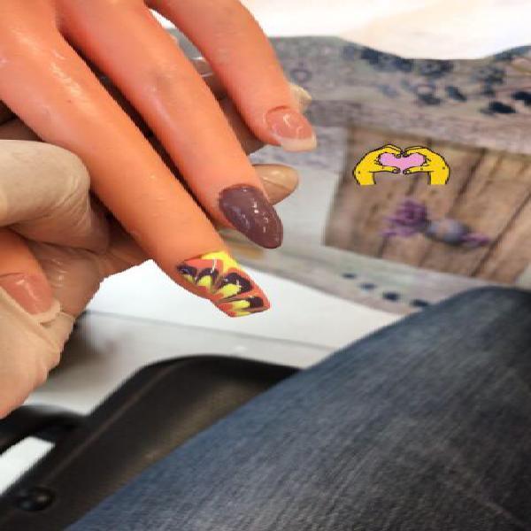 Ricostruzione unghie in gel, smalto semipermanente