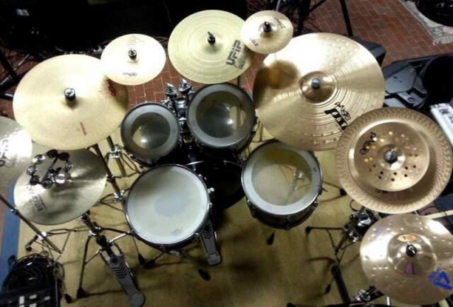 Set completo di piatti e aste professionali per batteria