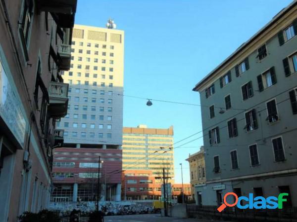 Genova laboratorio artigianale 2 locali 470 eur ia203