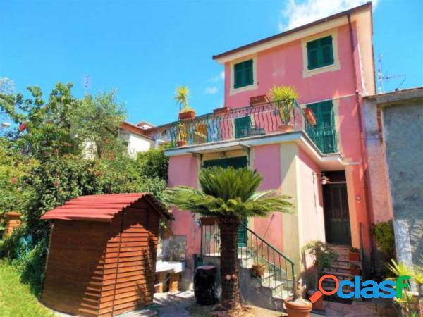 Leivi appartamento 8 locali 350.000 eur t8106