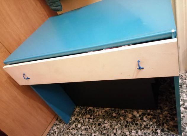Bella scrivania bianca&blu